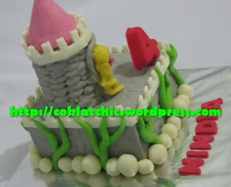 Harga kue ulang tahun dengan tema Rapunzel cake model ini dimulai dari