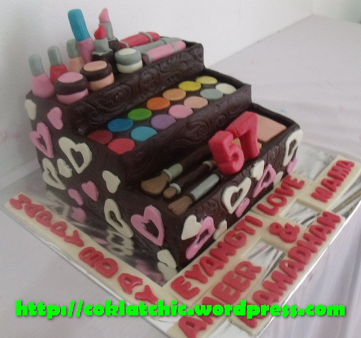 Makeup Kit Cake Design : 1000+ images about make up cakes on Pinterest Make up ...