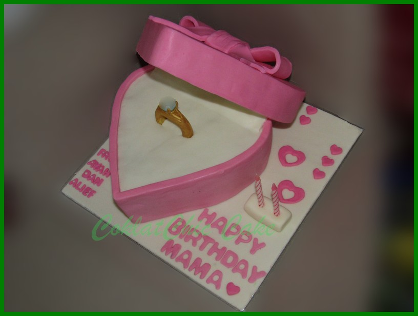 Cake Kotak Cincin Bentuk Hati Mama Coklatchic Cake